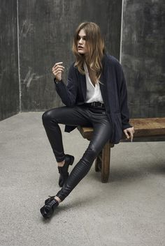 Midnight blue blazer with a loose fit. Cool leather pants and a white classic shirt.
