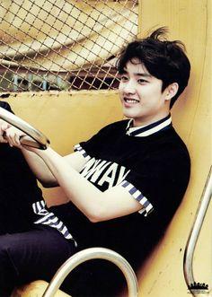 D.O. looks soooo cute here, can I hold him? - G.