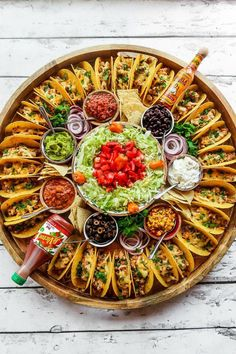 For summer hosting, enjoy this Easy Taco Recipe Dinner Board for a large gathering. Make crunchy tacos with turkey, beef, chicken, or pork! Happy #TacoTuesday #mexicanfood #entertaining #healthyfoodstuff