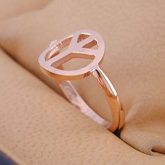 rose gold peace sign ring. I want!!