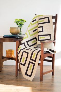 Designer Cynthia Brunz's love of mid-century design shows through in this modern #quilt. The linen look of the fabric adds another dimension to this three-color pattern.  Digital pattern and quilt kit available! Look for Bamboo Shoots in Easy Quilts Fall '14. #fonsandporter