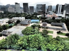 Deoksugung Palace, right in the middle of modern Seoul