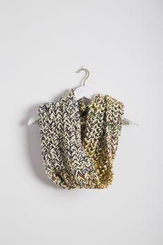 Cuello doble colores 100% Lana mezclado con hilo de Mohair. Tejido a mano en España. Descubre más en nuestra tienda online! www.decamino.info #Cuello #Botones #Colors #lana #wool #autumn #winter #tejer #punto #ovillo #handmade #natural #hechoamano #fashion #new #otoño #invierno #tejer #neckbuff