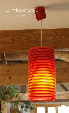 Lámpara reciclada hecha con tubos de instalaciones de obra reutilizados. DIY Table Lamp, Lighting, Paper, Diy, Home Decor, Passive House, Repurposed, Recycling, Interior Design