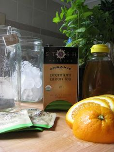 DR OZ WEIGHT-ORADE  Iced Tangerine Mint Green Tea  ~4 organic green tea bags  ~1/2 tangerine, sliced  ~fresh mint leaves  ~honey to taste  ~water, just boiling  ~ice