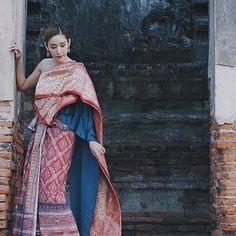 Traditional Thai Clothing, Traditional Fashion, Traditional Dresses, Thai Wedding Dress, Wedding Dresses, Thailand Outfit, Thai Dress, Thai Style, Fashion Dresses