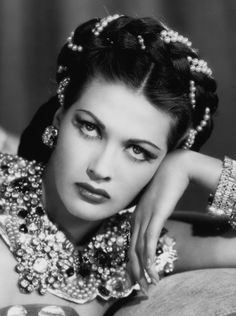 Yvonne De Carlo.... before becoming Lily Munster