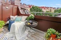 Välkommen till en unik etagevåning med ljuvlig takterrass. Erik Dahlbergsgatan 50b, Bjurfors.se