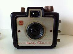Vintage Camera Brownie Holiday Flash Camera von LittleFleaVintage, $35,00