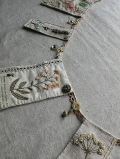 Sewing Fabric beautiful bunting sewn with vintage fabric. It's enough to make me take up sewing! Embroidery Transfers, Embroidery Stitches, Hand Embroidery, Embroidery Designs, Christmas Embroidery, Fabric Art, Fabric Crafts, Sewing Crafts, Vintage Bunting