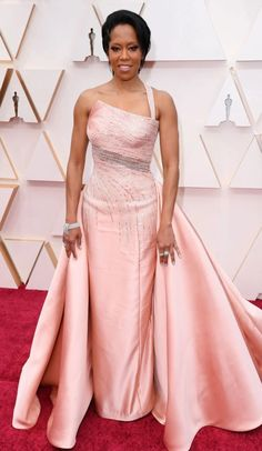 Oscars Regina King, Atelier Versace gown and Harry Winston jewels Regina King, Celebrity Red Carpet, Celebrity Dresses, Celebrity Style, Atelier Versace, Gianni Versace, Pink Gowns, Pink Dress, Versace Gown