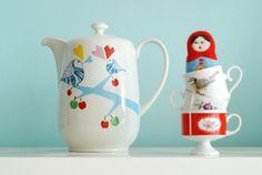 Extra extra large lovebirds in the apple tree teapot. €78.00, via Etsy.