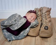 Too cute! Great photo idea for military families.