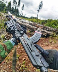 RAE Magazine Speedloaders will save you! Military Weapons, Weapons Guns, Guns And Ammo, Armas Wallpaper, Ak 47, Battle Rifle, Shooting Guns, Custom Guns, Cool Guns