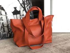Sac-cabas-cuir-grainé-orange-brique (5) Cuir Orange, Madewell, Tote Bag, Bags, Nice Purses, Italian Leather, Leather Working, Laptop, Handbags