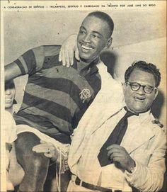 Servílio e o escritor, fanático rubro-negro, José Lins do Rego - 1955 - era a festa do Tricampeonato Carioca (Manchete Esportiva).
