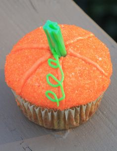 DIY Homemade Pumpkin Cupcakes with a green vine! How cute and simple are these?! Great for halloween party treats