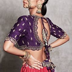 New Jayanti Reddy 2019 collection has a bunch of designs for the bride, brides sister and lots of casual wedding guest looks that you& going to love. Choli Blouse Design, Saree Blouse Neck Designs, Fancy Blouse Designs, Bridal Blouse Designs, Stylish Blouse Design, Designer Blouse Patterns, Dress Patterns, Kendall Jenner Outfits, Indian Designer Outfits