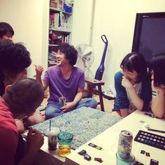 ムロさんのお家でボードゲームのスコットランドヤードをみんなでやってるところ。警察側。