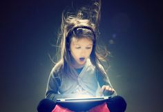 ¿Sabes cómo proteger a los niños en Internet? - Panda Security News. ¿Tiene tu hijo una tablet? ¿Un ordenador propio? ¿Un móvil con acceso a Internet? Probablemente, sí. Los tiempos en los que se podían controlar los contenidos que los niños recibían a través de la televisión o los libros quedaron atrás. Ya no solo el ordenador es una fuente inagotable de información, sino que su propio móvil puede ser una puerta hacia miles de páginas con contenido inapropiado.