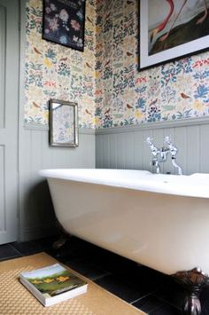 ***NANNY BATH**** Grey clading with grey doors and trim