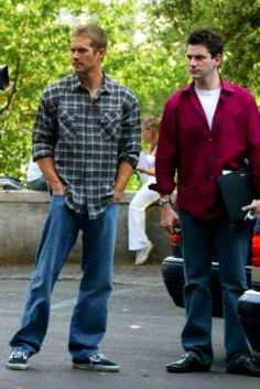 I like how Paul's dressed in this pic.