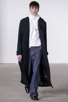 See the complete Tim Coppens Fall 2016 Menswear collection.