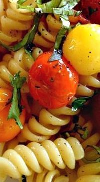 """Barefoot Contessa's Herb & Garlic Tomatoes """"You Can Toss These Roasted Tomatoes in a Salad, or Top a Goat Cheese Crostini with Them. Toss Them with Some Pasta and Fresh Basil. Chef Recipes, Vegetable Recipes, Food Network Recipes, Vegetarian Recipes, Dinner Recipes, Cooking Recipes, Healthy Recipes, Cooking Tips, Healthy Meals"""