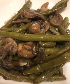 Sautéed Green Beans With Mushrooms Green Bean Recipes, Vegetable Recipes, French Green Beans, Sauteed Mushrooms, Vegetable Sides, Food To Make, Cooking Recipes, Meals