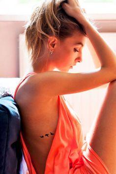 ideas flying bird tattoo ribs ears for 2019 Feather With Birds Tattoo, Small Bird Tattoos, Little Bird Tattoos, Black Bird Tattoo, Tattoo Femeninos, Bird Tattoo Ribs, Tattoo Hals, Tiny Tattoo, Cage Tattoos