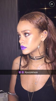 Top 5 Rihanna Hairstyles To Try Today — Famous Beautiful Celebrity Black Women Hair Ideas Rihanna Fan, Rihanna Style, Rihanna Fashion, Rihanna Body, Rihanna Hairstyles, Black Women Hairstyles, Coachella, Pantone, Snapchat