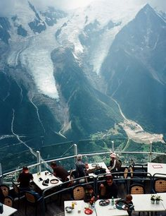 Panoramic restaurant 🍽 Photo©️ ✈ Chamonix, France Discover new places! Tag to inspire travel ✨ Rooftop Restaurant, Rooftop Bar, Restaurant Design, Beach Photography, Travel Photography, Best Small Camera, Places To Travel, Places To Visit, Ski