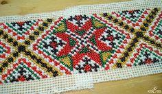 De fleste bringeklutene blir i dag sydd på stramei. For at Bead Embroidery Patterns, Hardanger Embroidery, Beaded Embroidery, Needlepoint, Needlework, Blanket, Beads, Crochet, Design
