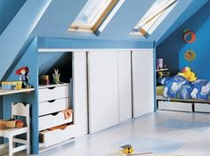 Panneaux en mélaminé blanc Attic Rooms, Attic Spaces, Loft Storage, Montessori Room, Upstairs Bedroom, Small Loft, Finished Attic, Loft Room, Home Additions