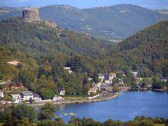 château de Murol et le lac Chambon. Auvergne