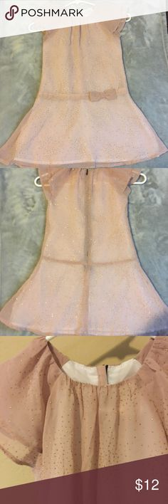 ✨Crazy8 beautiful girls dress✨ Very good condition! Girls taupe color dress with bow! So pretty! Make an offer! 👶💖🎀 crazy8 Dresses