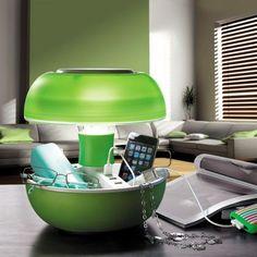 Lifestyle-Objekt mit Gadget-Faktor. Coole, elegante aber auch praktische Tischlampe mit USB-Ports und Ablagefächern von JOYO. Perfekt zum Geschenk für Smartphone-Junkies und die, die das Praktisches mit dem Aesthetisches kombinieren will.