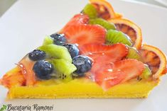 Tarta cu crema de lamaie si fructe Deserts, Strawberry, Lemon, Sweets, Recipes, Food, Sweet Pastries, Desserts, Meal