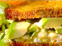 Egg Salad Sandwich with Avocado--I add bacon, of course.  Squeeze of lemon makes it taste less eggy Sandwich Aguacate, Watercress Sandwich, Watercress Recipes, Best Egg Salad Recipe, Salad Recipes, Egg Salad Sandwiches, Wrap Sandwiches, Tyler Florence Recipes, Sliced Tomato
