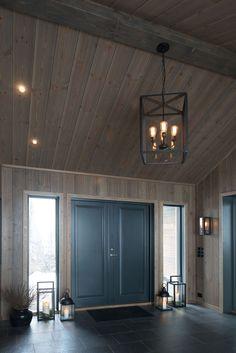 Bilderesultat for jernvitrol trebitt Cabin Homes, Log Homes, Cottage Hallway, Log Home Interiors, Luxury Cabin, Winter House, House In The Woods, Modern House Design, Interior Design Living Room