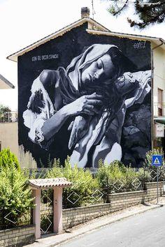 Con los ojos cansados, #StreetArt de Gomez en Selci, Italia