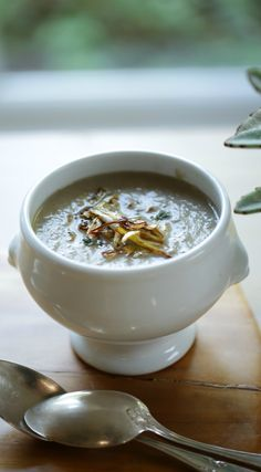 Low Carb Recipes To The Prism Weight Reduction Program Cream Of Mushroom Soup With Crispy Leeks Fall Soup Recipes, Mushroom Soup Recipes, Fall Dinner Recipes, Sunday Recipes, Healthy Soup Recipes, Easy Chicken Recipes, Onion Recipes, Vegetarian Recipes, Healthy Food