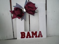 Paint your favorite team colors and stencil or use vinyl letters to show your school spirit! Cheer Gifts, Diy Gifts, Sweet Home Alabama, Alabama Room, Football Crafts, Sport Craft, Used Vinyl, Alabama Crimson Tide, Roll Tide
