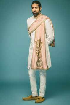 white sherwani, white bandhgala , long bandhgala coat, light pink stole, how to drape a stole for men, straight pants, high neck, white and pink grooms outfit