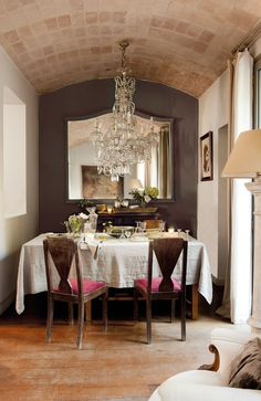 so chic - from the decadent chandelier to the washed linen table cloth this room is delicious.