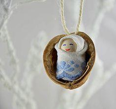 charoit / Vianočný oriešok s bábätkom, modrá krajka