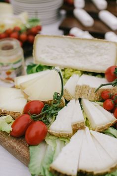 romantic-tuscan-wedding Cheese Station