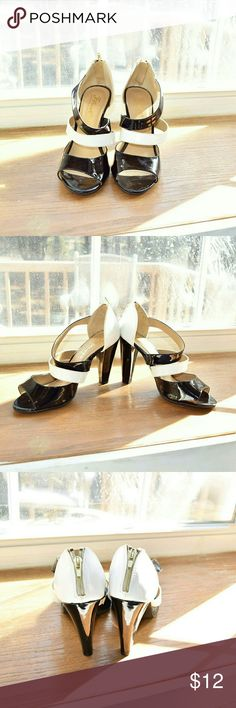 Gorgeous Black & White Vintage Style Pumps Gorgeous vintage style pumps. In excellent like new condition. Worn once ever. Very comfortable, classy, and stylish. Shoes Heels
