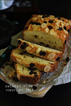 BANANA RAISIN CAKE | Catatan-Nina Soft Bread Recipe, Bread Recipes, Cake Recipes, Cooking Recipes, Banana Sponge Cake, Bolu Cake, Raisin Cake, Resep Cake, Marble Cake