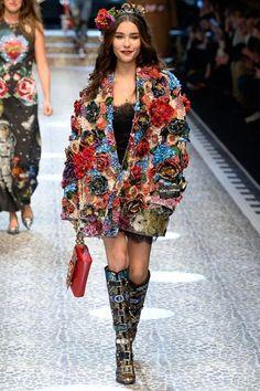 ,DolceGabbana Dolce & Gabbana Fall 2017 Ready-to-Wear Collection Photos - Vogue,; Fashion Mode, Look Fashion, Couture Fashion, Runway Fashion, High Fashion, Winter Fashion, Fashion Show, Womens Fashion, Fashion Design